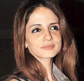Hrithik Roshan's divorced wife, Suzan Khan, has fraudulently paid Rs 1.87 crore   हृतिक रोशनची घटस्फोटित पत्नी सुझान खानने 1.87 कोटींना फसवले