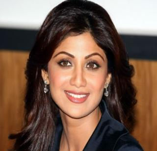 Shilpa Shetty, Raj Kundra, allowed to go abroad   शिल्पा शेट्टी, राज कुंद्रा यांना परदेशात जाण्यास परवानगी