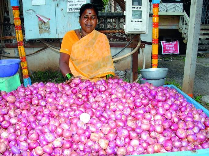 Even after a week, onions are getting four thousand per quintal in Satara | आठवड्यानंतरही साताऱ्यात कांद्याला मिळतोय क्विंटलला चार हजारांचा दर