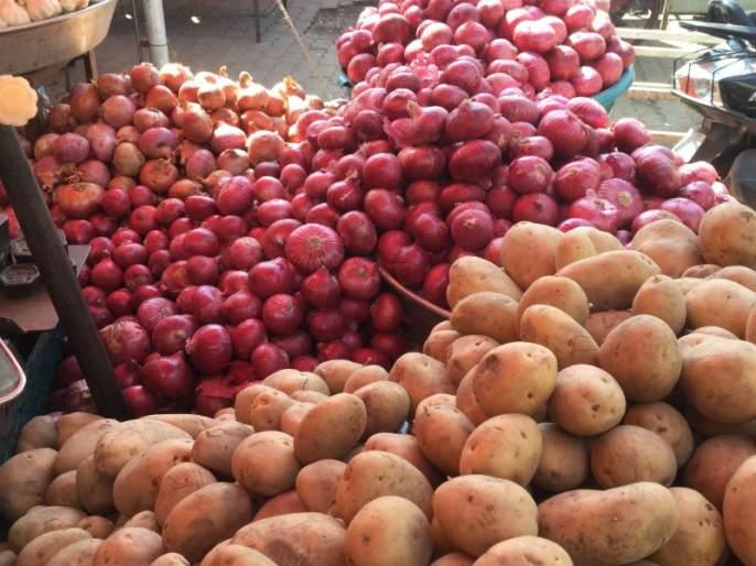 onion, potato, rate increasing in Pune | पुण्यात कांदा, बटाटा, लसूण, प्लॉवर, सिमला मिरची महागली