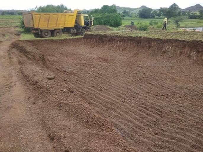 Accused of illegal minor excavation from the field   शेतातून अवैध गौणखनिज उत्खननाचा आरोप