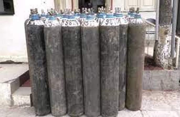 17 metric tons of oxygen reserves in Akola district   अकाेला जिल्ह्यात ऑक्सिजनचा १७ मेट्रिक टन साठा