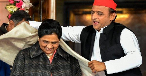 Mayawati-Akhilesh's alliance does not have any magic! BJP domination | लोकसभा निवडणूक निकाल 2019 : मायावती-अखिलेश यांच्या गठबंधनची जादू चाललीच नाही! भाजपचे वर्चस्व