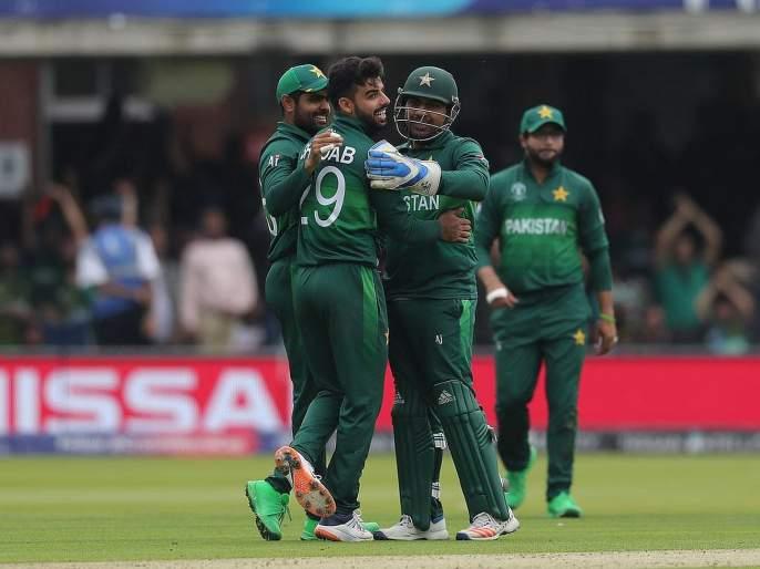 ICC World Cup 2019 : Pakistan captain Sarfaraz Ahmed responds to Shoaib Akhtar's criticism post India defeat   ICC World Cup 2019 : पाकिस्तानच्या खेळाडूंमध्ये रंगले शाब्दिक युद्ध; वाच कोण काय म्हणाले!