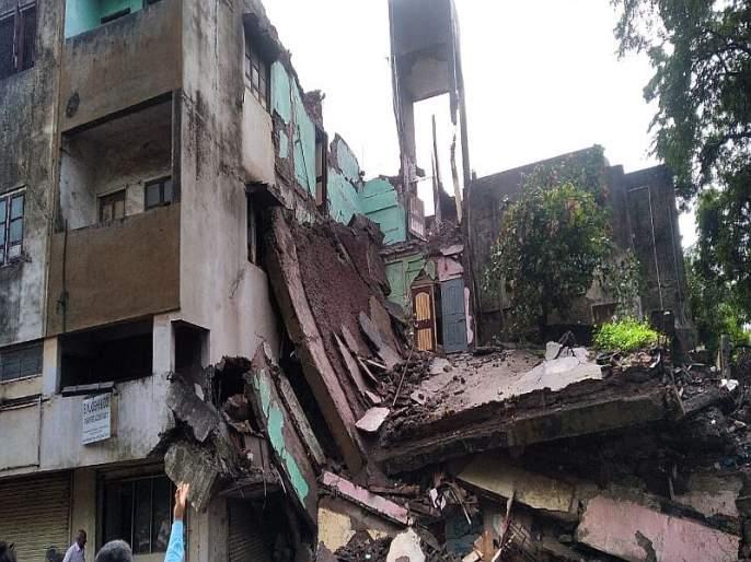 The building collapsed in Panchavati area | पंचवटी भागात इमारत कोसळली, जीवितहानी नाही