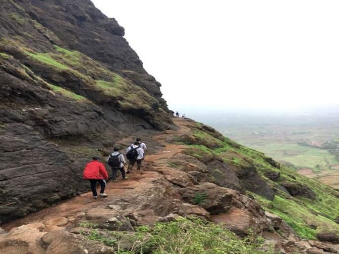 Three children stuck on the hill of Pandavaleni | रेस्क्यू सुरु : पांडवलेणीच्या डोंगरावर अडकले तीघे मुले
