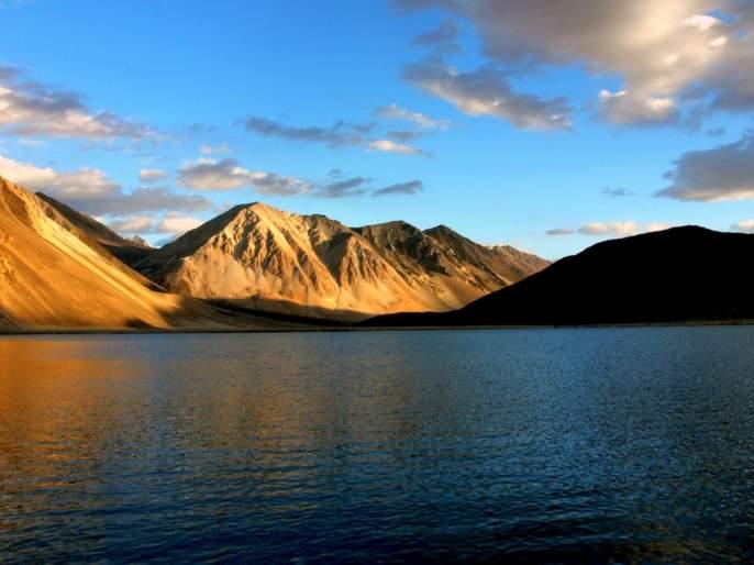 After the incursion into Ladakh, the act was now carried out by Chinese troops near Lake Pangong | लडाखमधीलघुसखोरीनंतर आता पँगाँग सरोवराजवळ चिनी सैनिकांनी केले असे कृत्य