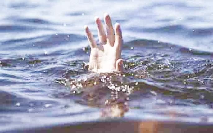 Fear of youth drowning after bathing | रंगपंचमीनंतर आंघोळीसाठी गेलेला तरुण बुडाल्याची भीती