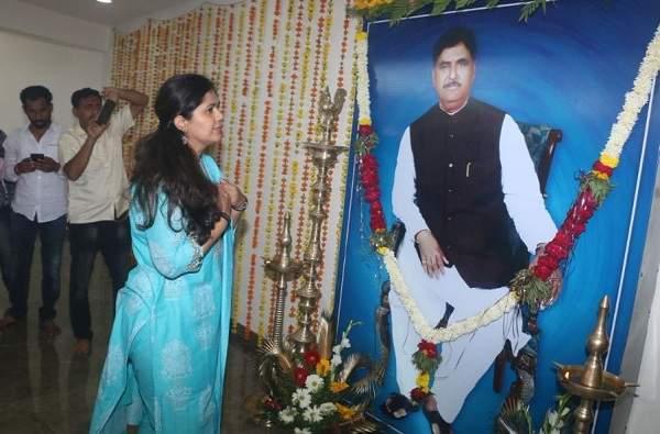 BJP had proposed to remove Gopinath Munde from the party Says Prakash Shendage   गोपीनाथ मुंडे यांना पक्षातून काढण्याचा ठराव भाजपाने मांडला होता, पण...