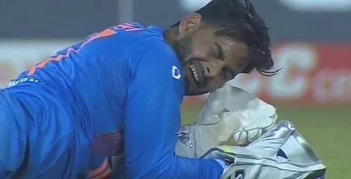 Rishabh Pant dropped catch in 2nd t-20 match And Virat Kohli backing him; Watch the video | रिषभ पंतकडून सुटला झेल, तरीही कोहलीचं जडलंय त्याच्यावरच प्रेम; पाहा व्हिडीओ