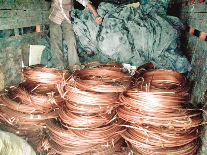 Parbhani ATS seizes twelve lakh stolen goods | परभणीत एटीएसने पकडला बारा लाखांचा चोरीचा माल