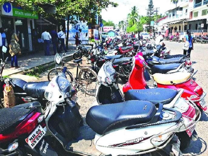 Unauthorized parking charges a monthly fine of Rs | अनधिकृत पार्किंग करणाऱ्यांकडून महिन्याभरात ६७ लाख दंड वसूल
