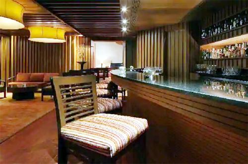 Big news; The permit room was broken into due to intolerance to alcohol; Incident in Solapur | मोठी बातमी; दारूचा विरह सहन न झाल्याने परमिट रूम फोडले; सोलापुरातील घटना