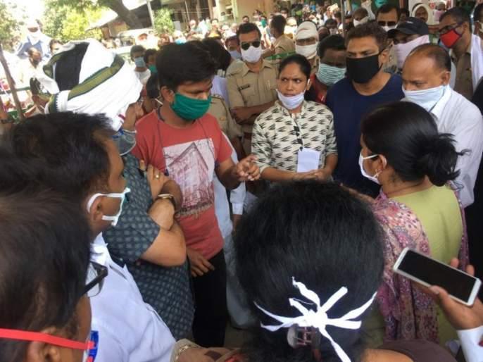 Citizens on the street against the containment zone in Parvati Nagar, Nagpur | नागपूरच्या पार्वतीनगरात कन्टेन्मेंट झोन विरोधात नागरिक रस्त्यावर