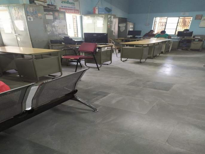 Pathardi municipality's 'he' suspended alcohol inspector   पाथर्डी पालिकेचा 'तो' मद्यधुंद स्वच्छता निरीक्षक निलंबित