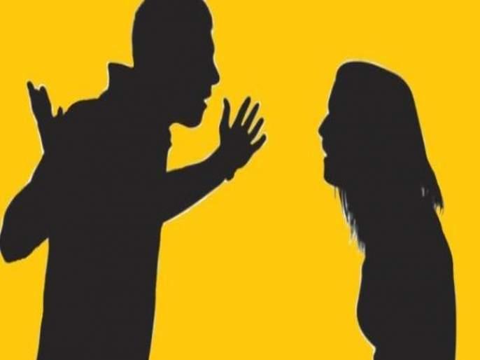 With the help of a friend, a wife attacks her husband by pouring oil on him | खळबळजनक! मित्राच्या मदतीने पत्नीनेपतीवर उकळतं तेलओतूनजीवघेणा हल्ला