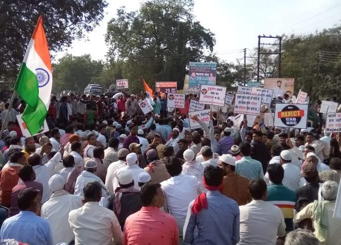 Bharat Bandh: Stop the Path in Patur; Thousands of citizens on the street | भारत बंद : पातूरात रास्ता रोको; हजारो नागरिक रस्त्यावर
