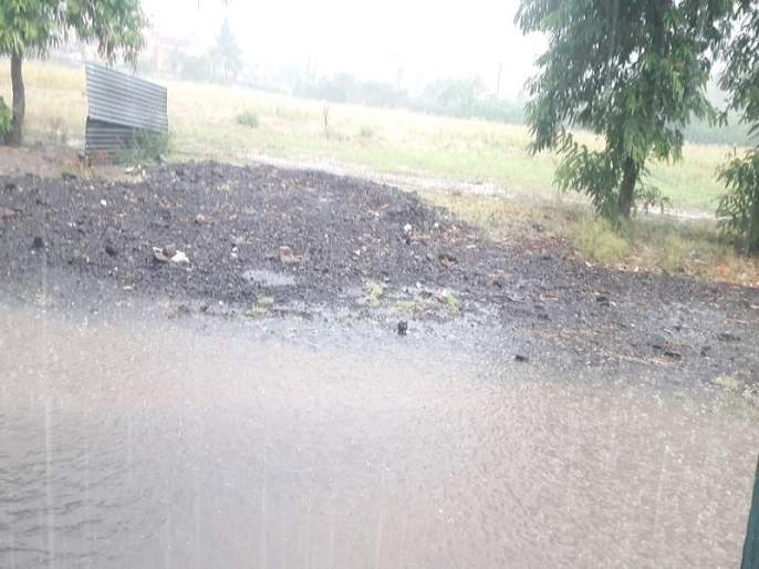Jalgaon district suffered a huge loss of crops on 5,8,000 hectares | जळगाव जिल्ह्यात ६ लाख ६३ हजार हेक्टरवरील पिकांचे प्रचंड नुकसान