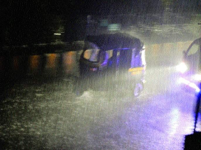 Relentless rain damaged overnight | रात्रभर झालेल्या दमदार पावसाने दिलासा