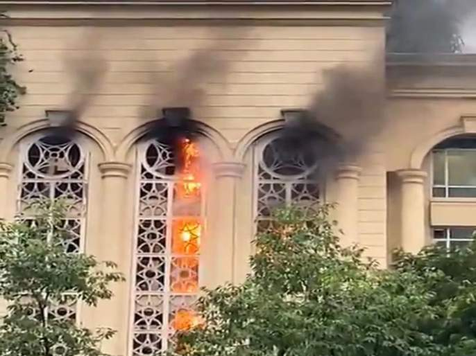 The fire at the Powai building in Mumbai was finally brought under control | मुंबईतल्या पवई येथे इमारतीला लागलेल्या भीषण आगीवर अखेर नियंत्रण