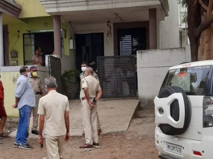 7 lakh burglary to the principal of Kids Gurukul; Close the door from the inside and pinch the whole house | किड्सगुरुकुल'च्या प्राचार्यांकडे सात लाखाची घरफोडी; आतून कडी बंद करुन पिंजले संपूर्ण घर
