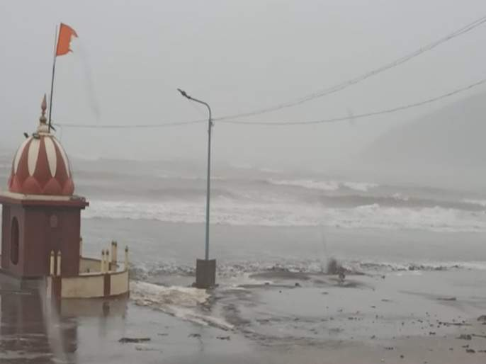 Cyclone Nisarga: Heavy rain with strong winds in Ratnagiri mac | Cyclone Nisarga: रत्नागिरीत जोरदार वाऱ्यासह मुसळधार पाऊस