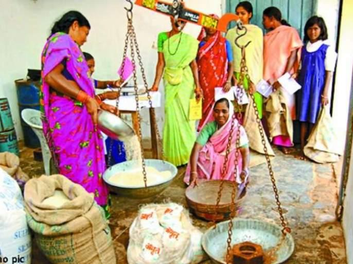 Distribution of offline grain distribution in 16 districts | आॅफलाइन धान्य वाटपाचा १६ जिल्ह्यात धडाका