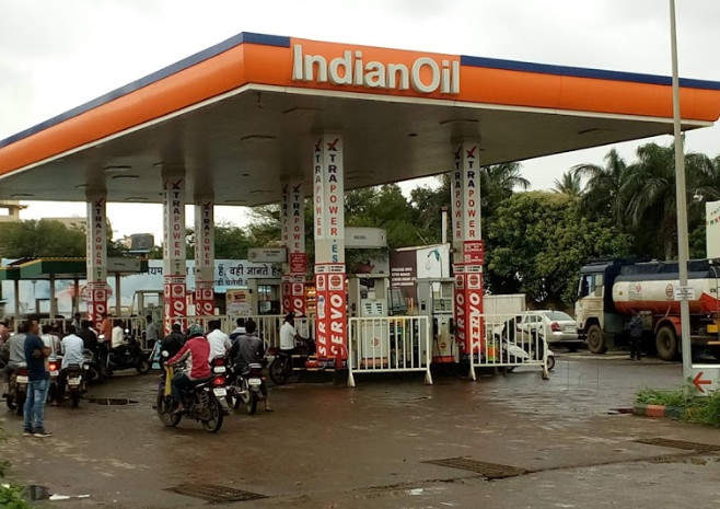 punjab government approves proposal to set up 12 retail outlets of indian oil corp on jail land | मस्तच! 'या' राज्यात जेलच्या जमिनीवर उभे राहणार Petrol Pump; 400 कैद्यांना मिळणार काम