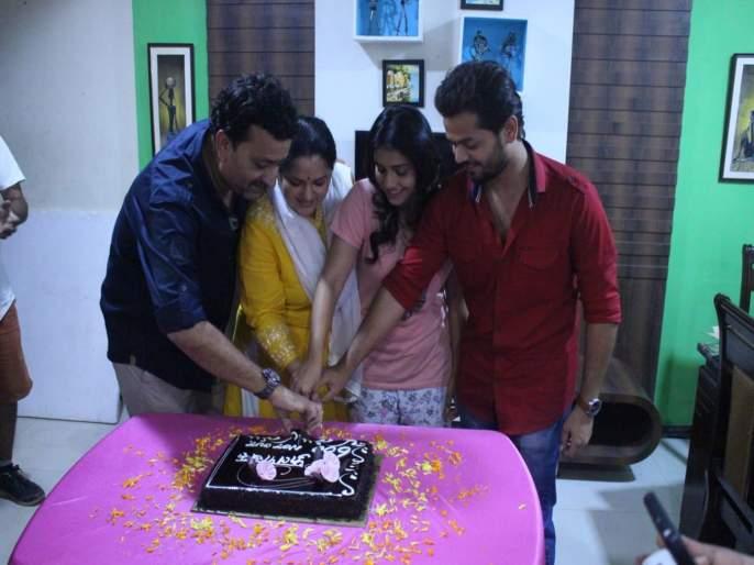 Phulpakahru Tv Series Completed 600 Episodes | 'फुलपाखरू' मालिकेच ६०० भाग पूर्ण, कलाकारांनी सेटवर असे केले सेलिब्रेशन