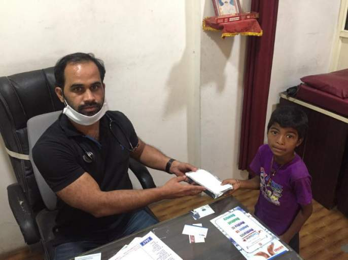Interesting! Life-giving food donation, Pune doctor's work great | कौतुकास्पद ! मोफत उपचारांसह अन्नदान, पिंपरीतील डॉक्टरचे कार्य महान
