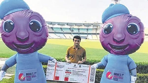 'Pinku-Tinku' to appear in History Day Night Test; saurav Ganguly's special photo viral | ऐतिहासिक डे नाइट कसोटीमध्ये दिसणार 'पिंकू-टिंकू'; गांगुलीचा फोटो झाला वायरल