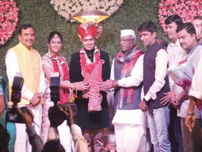 Prashant Bomb - Rajendra Peepad became a Vahi; A simple wedding ceremony | प्रशांत बंब -राजेंद्र पिपाडा बनले व्याही; साध्या पध्दतीने केला विवाह सोहळा