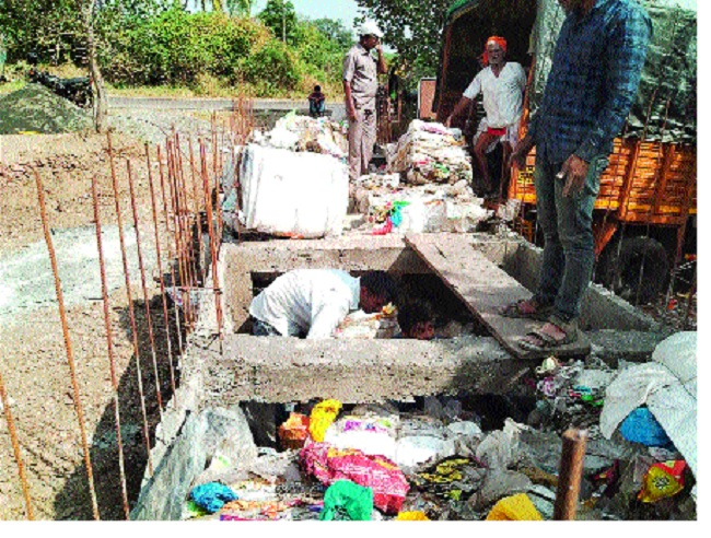 Aaravade village is experiencing plastic bonds | आरवडे गावात साकारतोय प्लास्टिकपासून बंधारा; पहिलाच प्रयोग : खुजगावच्या सैनिकाचे संशोधन