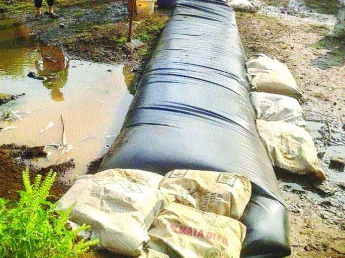 Plastics Boundary For Soil Cure | मृदा संधारणासाठी प्लॅस्टिक गादीचा बंधारा