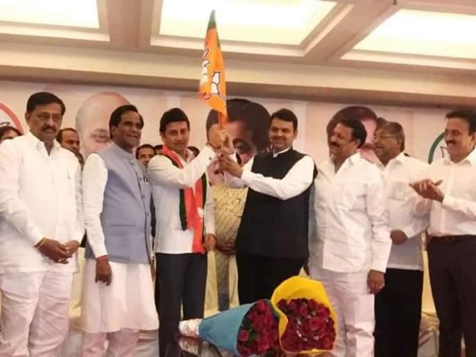 """Who is the loksabha candidate for madha constituency, bjp doesnt declare lok sabha candidate   'कुणी उमेदवार देता का उमेदवार', भाजपाचा माढ्यातील उमेदवाराचा तिढा कायम"