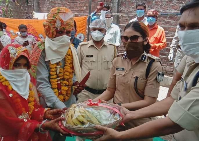 'Becoming a mother, the police took the responsibility of Leki of the village in devas indore MMG | 'आई बनून पोलिसांनी गावच्या लेकीची जबाबदारी घेतली, तर मामा म्हणून कन्यादानही केलं'