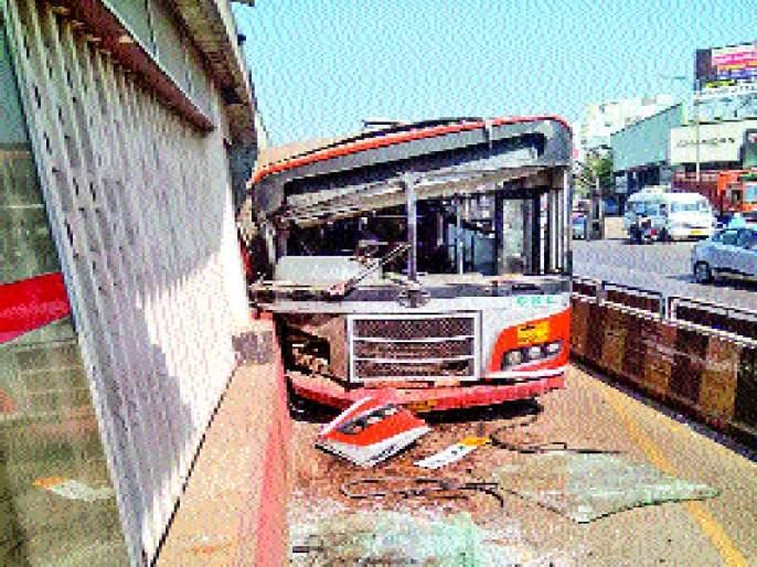 Break the PMP bus for the third time in seven days | पीएमपीच्या एकाच बसचे सात दिवसांत तिसऱ्यांदा ब्रेकफेल