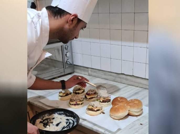 Due to corona taj hotel got a job then started a restaurant at home today earning rs 1 lakh every month | भारीच! कोरोनामुळे नोकरी गेली अन् नाईलाजानं बिझनेस सुरू केला; आता घेतोय लाखोंची कमाई