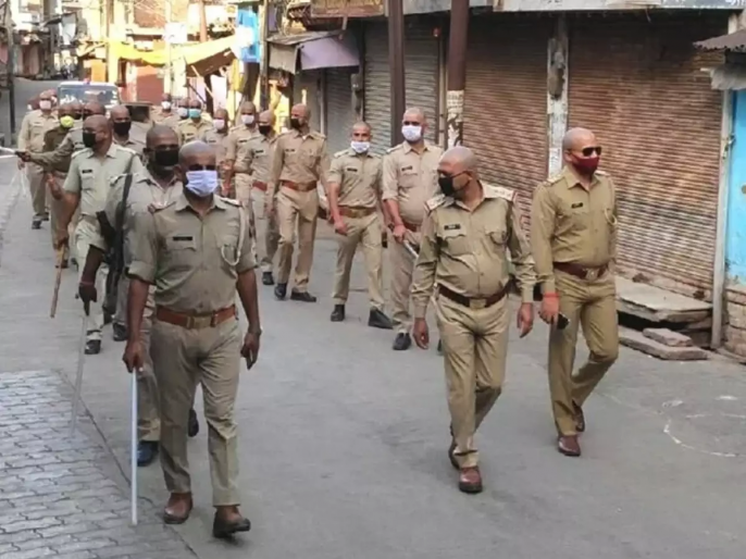 CoronaVirus : 75 Policemen Got Shaved Over Coronavirus Cases In Agra rkp | CoronaVirus : कोरोनाचा संसर्ग रोखण्यासाठी ७५ पोलिसांचे मुंडण