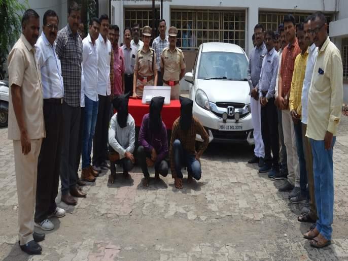 robbers who stolen car arrested in 24 hours by Aurangabad rural police   चालकास धमकावून कार पळविणारे दरोडेखोर २४ तासात अटकेत