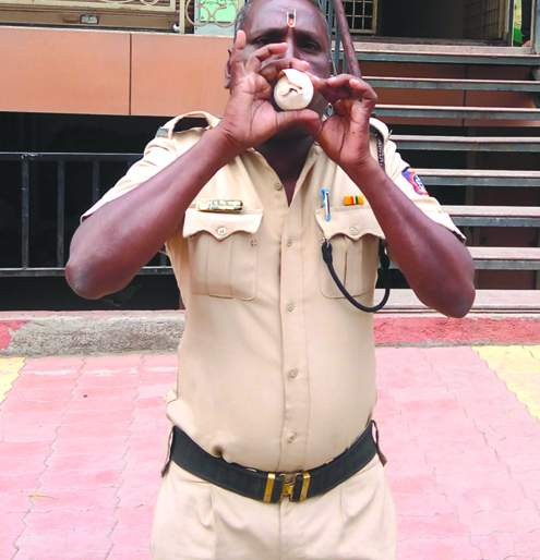 New Experiment; Police traffic planning for conveying cone ninad | नवा प्रयोग; शंख निनाद करीत पोलिसांचे वाहतुकीचे नियोजन