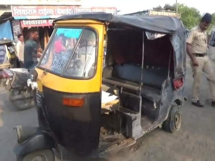 Bomb blast; Two passengers were rescued, including an autorikshaw | गावठी बनावटी बॉम्बचा स्फोट;ऑटोचालकासह दोन प्रवासी बचावले