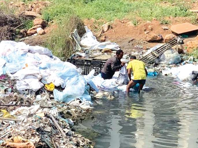 'That' causes pollution to wreak havoc!   'त्या' प्रदूषणाला भंगारवाला कारणीभूत!