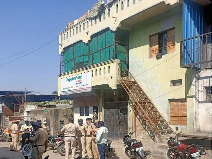 ED raid in Aurangabad and Keral; The state office of the Popular Front of India was covered with trees for half an hour   केरळसह औरंगाबादमध्ये ईडीचा छापा; पॉप्युलर फ्रंट ऑफ इंडियाच्या कार्यालयात अडीज तास झाडाझडती