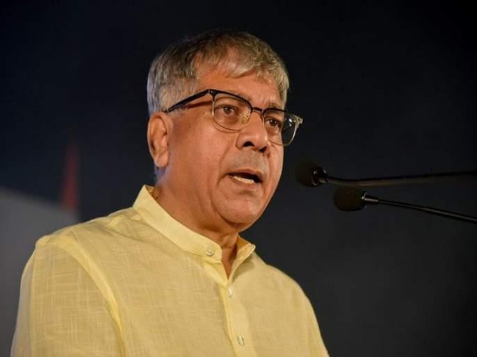 The BJP, which insulted the martyrs, will not give Shivsena vote, the question of Prakash Ambedkar | शहिदांचा अपमान करणाऱ्या भाजपाला शिवसैनिक मत कसे देणार,प्रकाश आंबेडकर यांचा सवाल