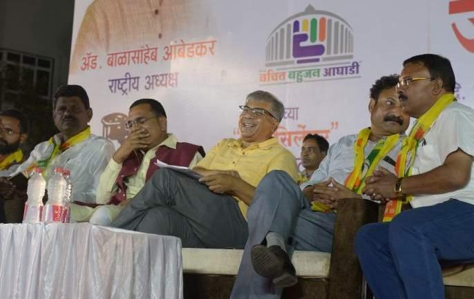 Cotton growers farmers in country to be in crises: Prakash Ambedkar | देशातील कापूस उत्पादक शेतकऱ्यांवर संक्रांत येणार: प्रकाश आंबेडकर
