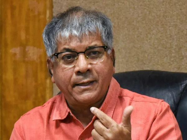 Lok Sabha Election 2019: What is in EVMs, can not be told! - Adv. Prakash Ambedkar | Lok Sabha Election 2019 :'ईव्हीएम'मध्ये दडलंय काय, सांगता येत नाही! - अॅड. प्रकाश आंबेडकर
