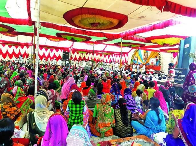 Washim: Thousands of devotees took advantage of the Mahaprashad day!   वाशिम : प्रकट दिनी हजारो भाविकांनी घेतला महाप्रसादाचा लाभ!