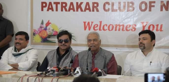 For suppressing Rafale deal inquiry , CBI's 'Mahabharata': Yashwant Sinha | 'राफेल' चौकशी दाबण्यासाठीच 'सीबीआय'चे महाभारत :यशवंत सिन्हा