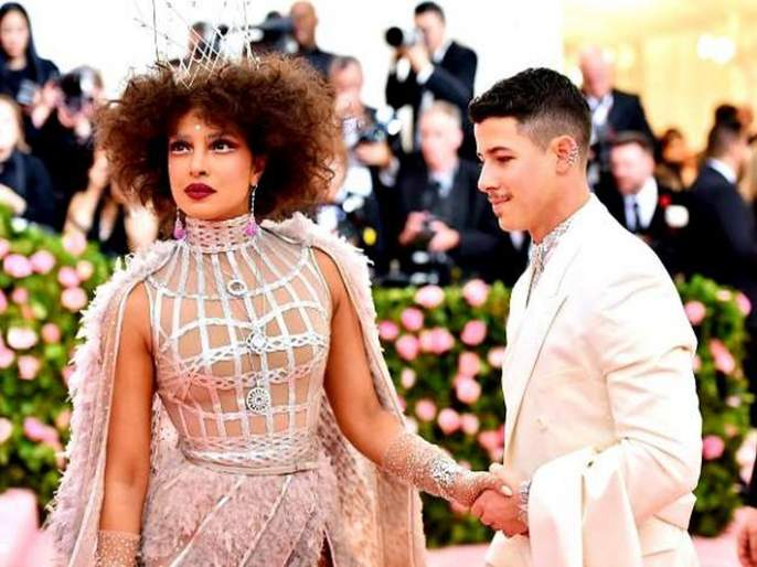 Priyanka Chopra's Met Gala 2019 look was in news   Met Gala 2019 मधील कपड्यामुळे प्रियंका चोप्रा राहिली आठवडाभर चर्चेत